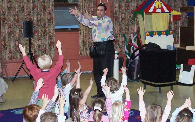 engaged children during Steven Craig's preschool show